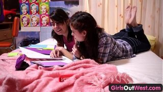 Girls Out West – Hot lesbian teens with squelching hairy cunts