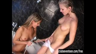 Lesbian teens lick and toy twats in bath tube